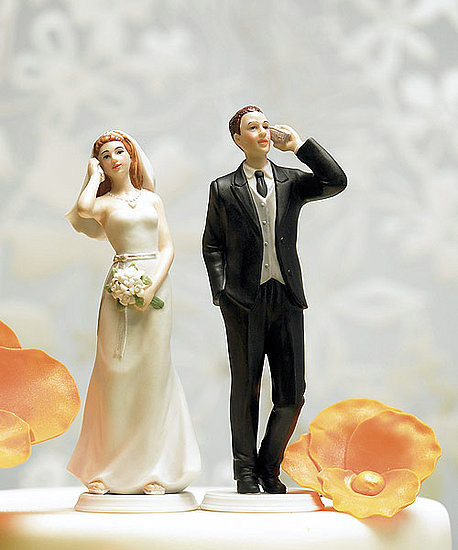 cellphone-wedding-cake-topper